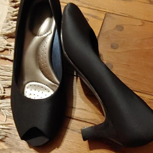 Abella Shoes   Kitten Heel Peep Toe